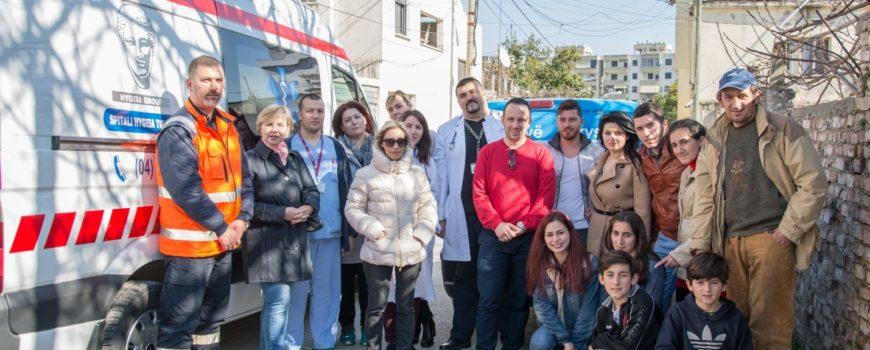 Stafi i Spitalit Hygeia ofron ndihma materiale për familjet në nevojë